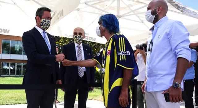 Fenerbahçe'nin bayramlaşma töreninde Rambo Okan'ın makas alması, başkan Ali Koç'u sinirlendirdi