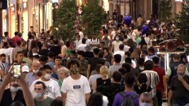 İğne atsan yere düşmez! İstiklal Caddesi'nde sosyal mesafe ve maske unutuldu