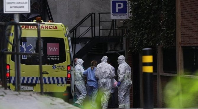 Vaka sayıları artınca Madrid'de sigara içilmesi ve gece hayatı yasaklandı!