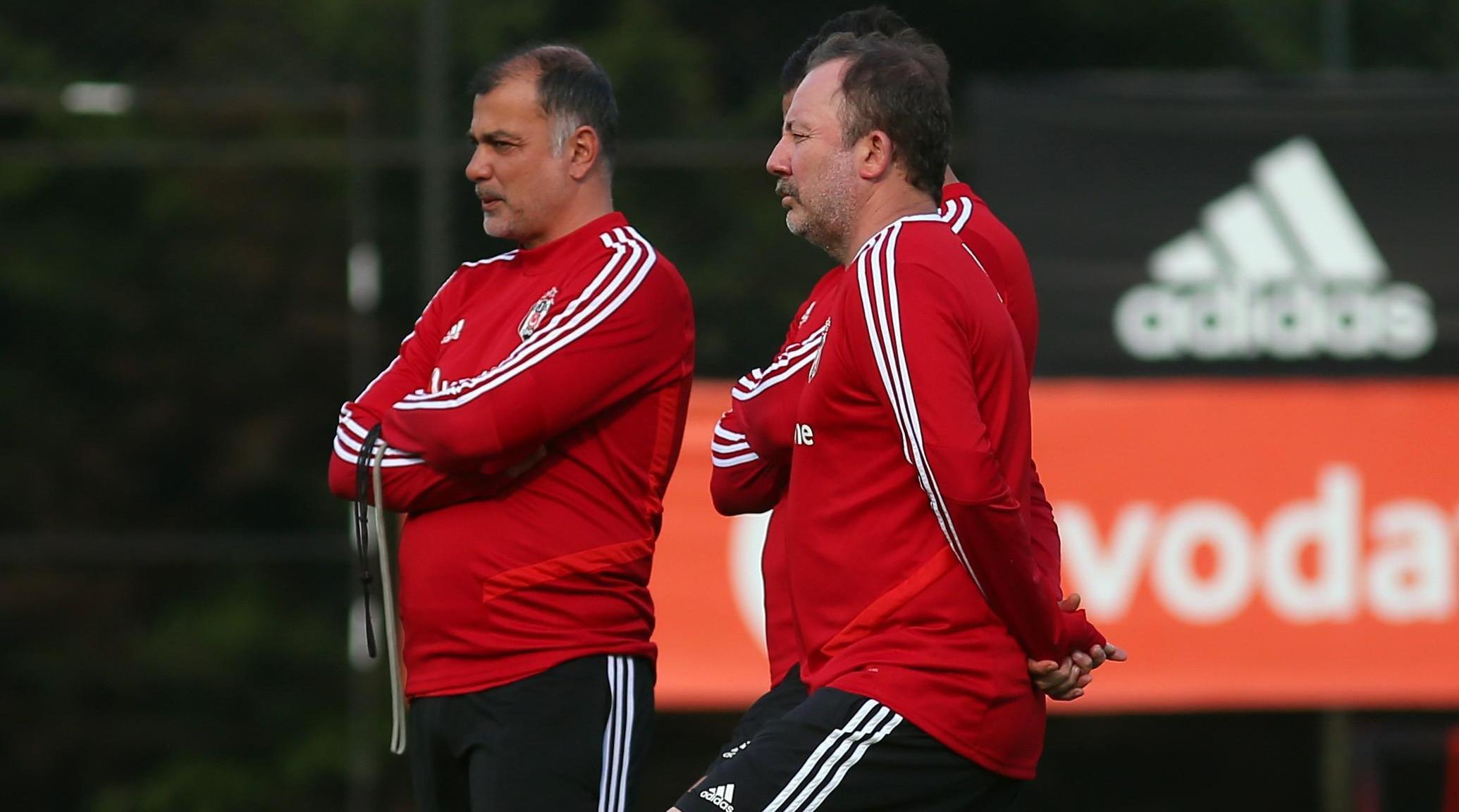 Beşiktaşta transfer görüşmeleri başlıyor! Sergen Yalçın onu