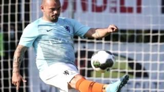 Galatasaray'da yardımcı antrenör olacağı konuşulan Sneijder'den ilk açıklama