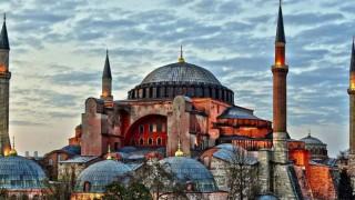 Ayasofya'nın müze statüsü kaldırıldı