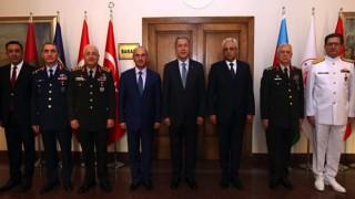 Bakan Akar, Nahçivan Ordu Komutanı ile bir araya geldi