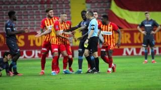 Ligden düşen Kayserispor'da futbolcular hakem Cüneyt Çakır'a tepki gösterdi