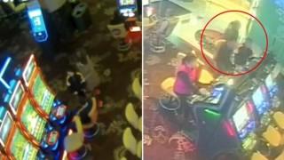 12 yaşındaki çocuk annesinin yardımıyla girdiği casinoda, 17 dakika poker oynadı.