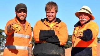 Avustralyalı altın arayıcıları birkaç saat içinde 250 bin dolarlık altın buldu
