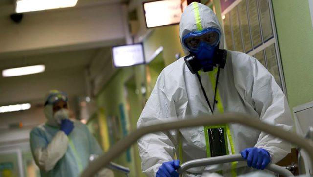 Uzmanlar koronavirüs için yeni bir belirti daha duyurdu: Hıçkırık tutan adamın testi pozitif çıktı